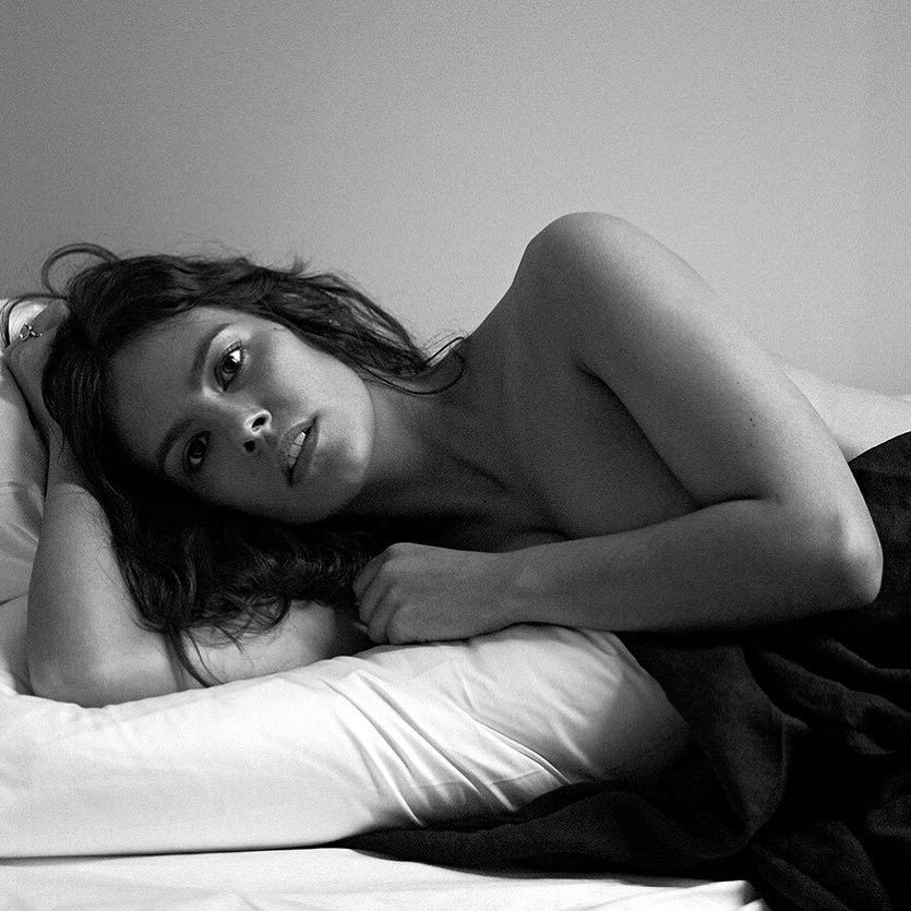 Cristina Pedroche desnuda en la cama