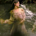 A Clara Lago se le transparentan las tetas en la serie <ins>El corazón del océano</ins>