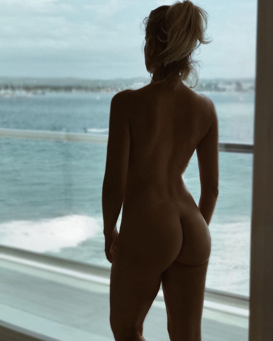 Adriana Abenia desnuda