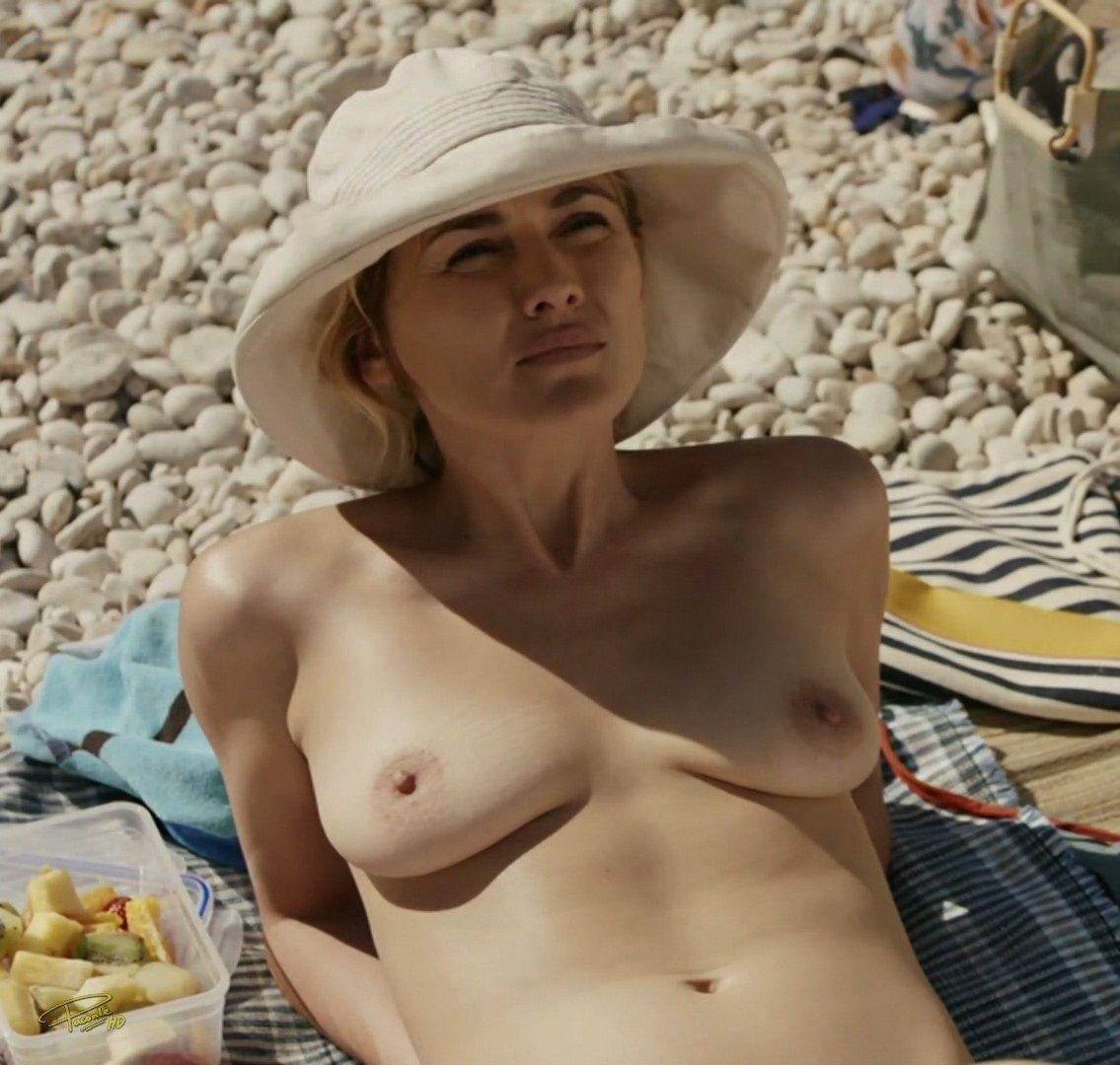 Andrea Duro Descuido marta nieto haciendo topless en la serie vergüenza |